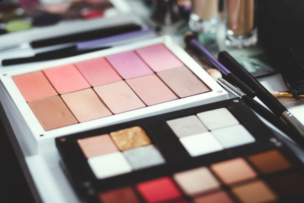 Choose the right makeup package for perfect look