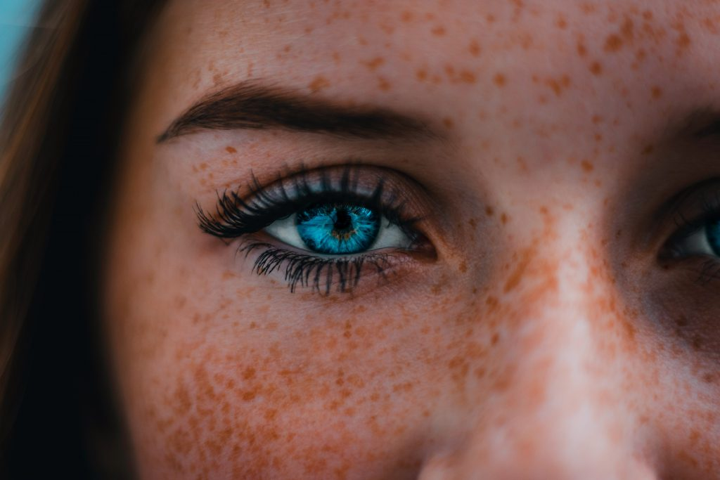women with blue deep set eyes.  What is the best Makeup for Deep Set Eyers? Makeup that hightlights